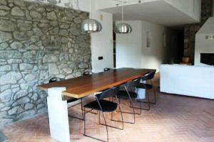 La casa nel borgo: la sala da pranzo