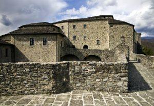 Sulle mura del castello del Piagnaro a Pontremoli