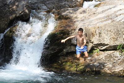 B6B in Lunigiana, l'Eremo Gioioso: tuffo nella bio piscina