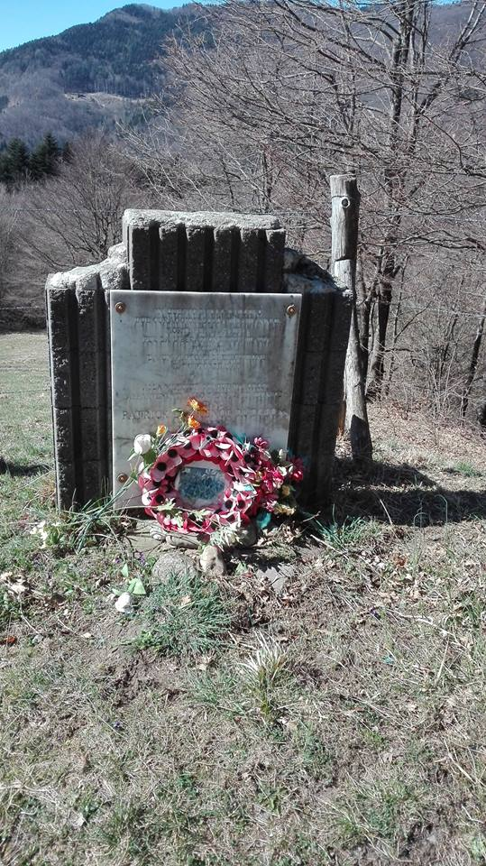 Cippo commemorativo lungo la Via Francigena nella tappa 22